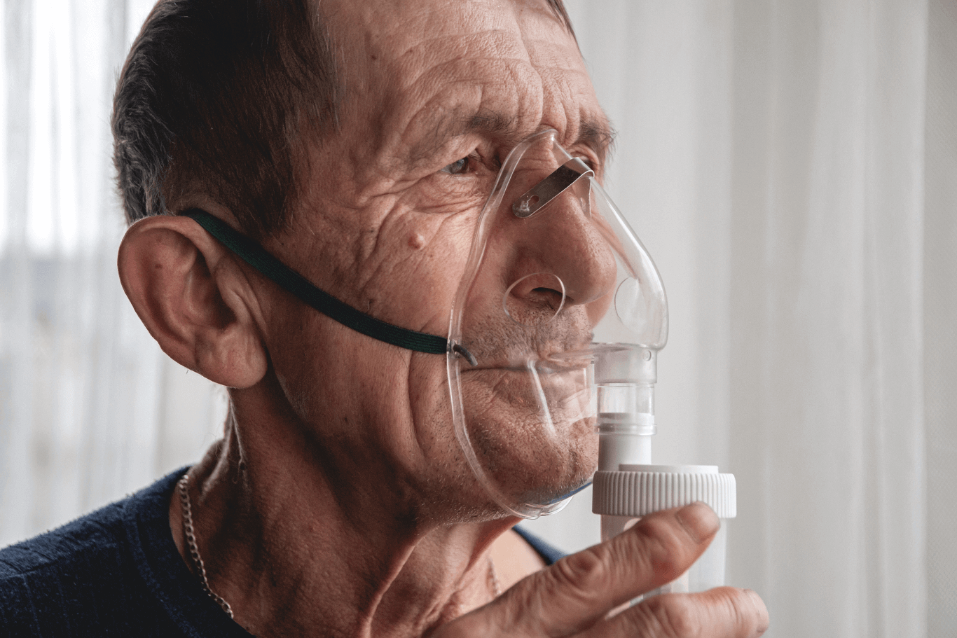 Mature patient using an oxygen mask at home